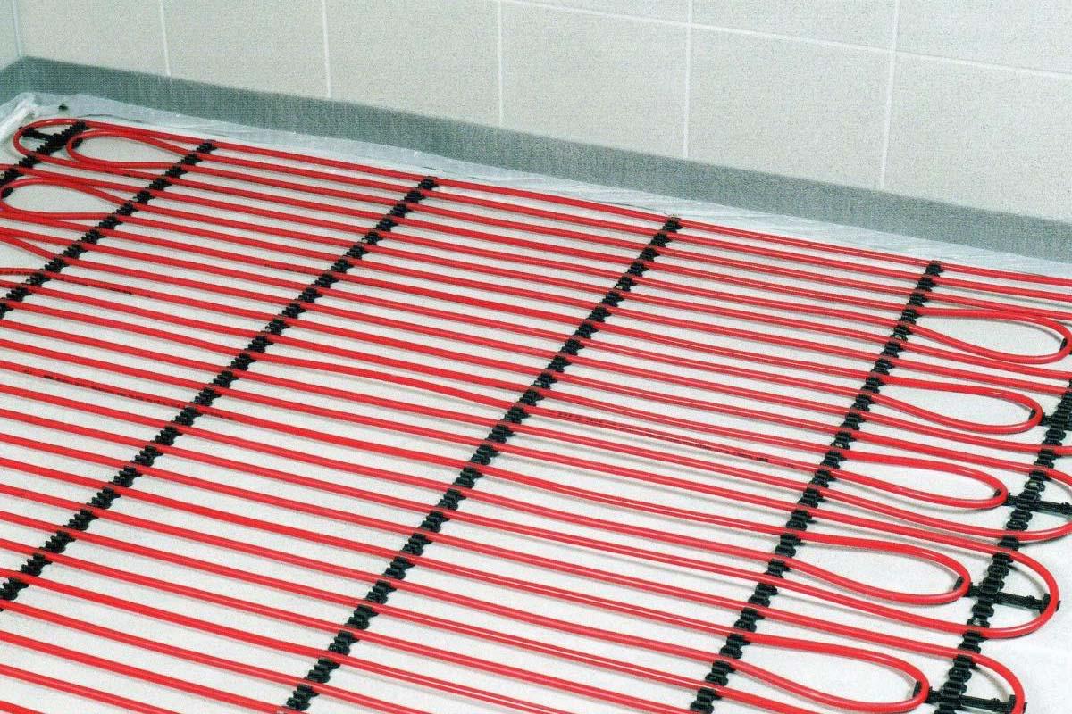 Выбираем между электрическим и водяным теплым полом